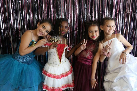 Package Birthday Party Kids Ultimate Dress Up and Dance Party